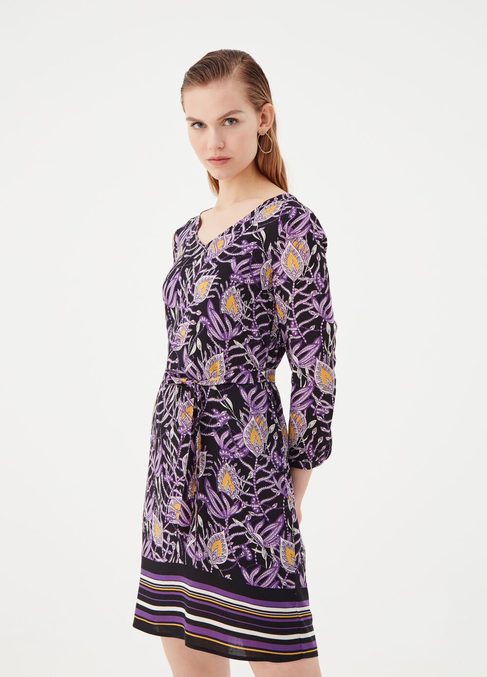 Dress with V neck and floral print