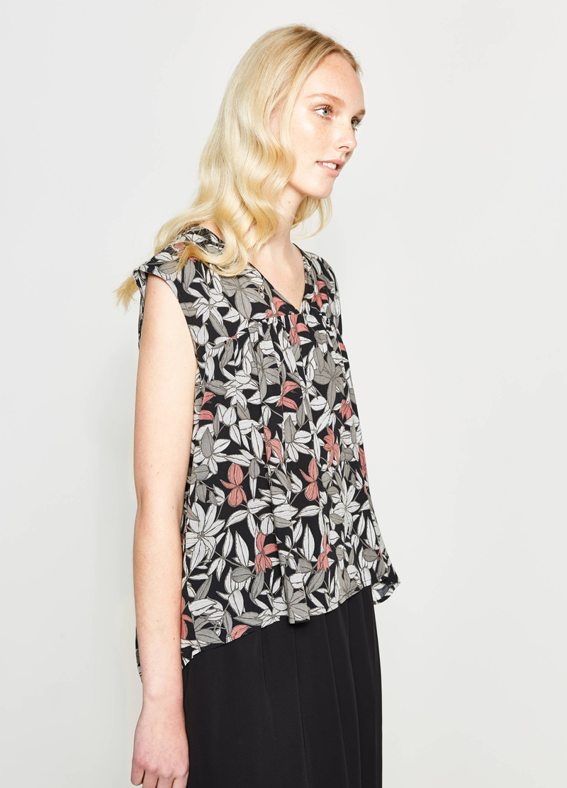 Floral print pleated blouse image number null