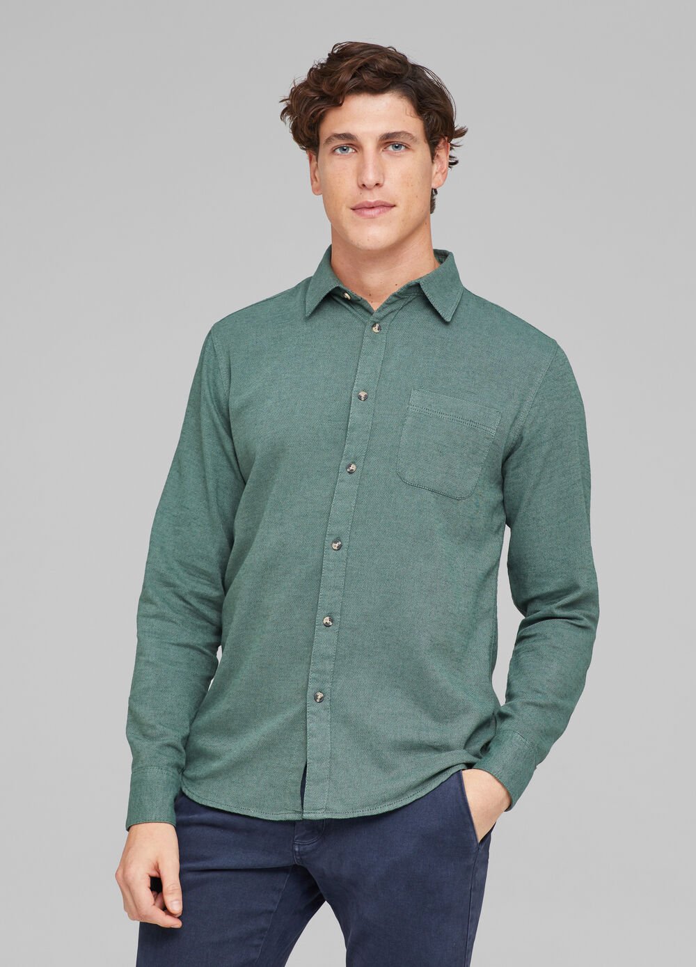 Solid colour shirt with pocket