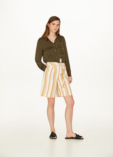 Wide shorts in 100% cotton with belt