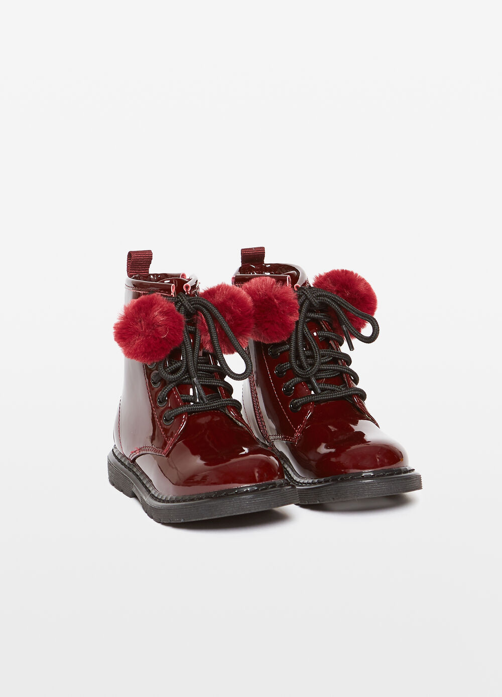 Shiny-effect field boots with pompoms