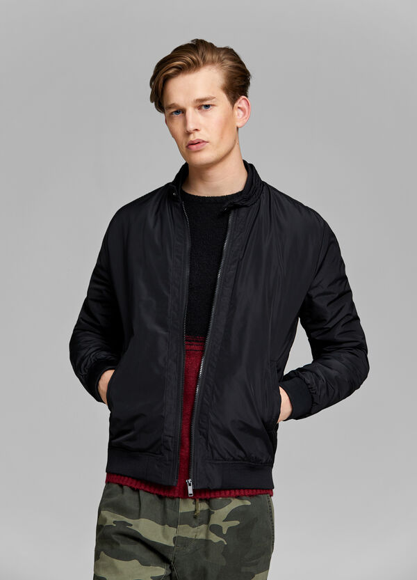 Solid colour jacket with zip fastening