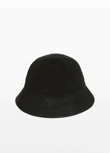 Solid colour knitted cloche hat