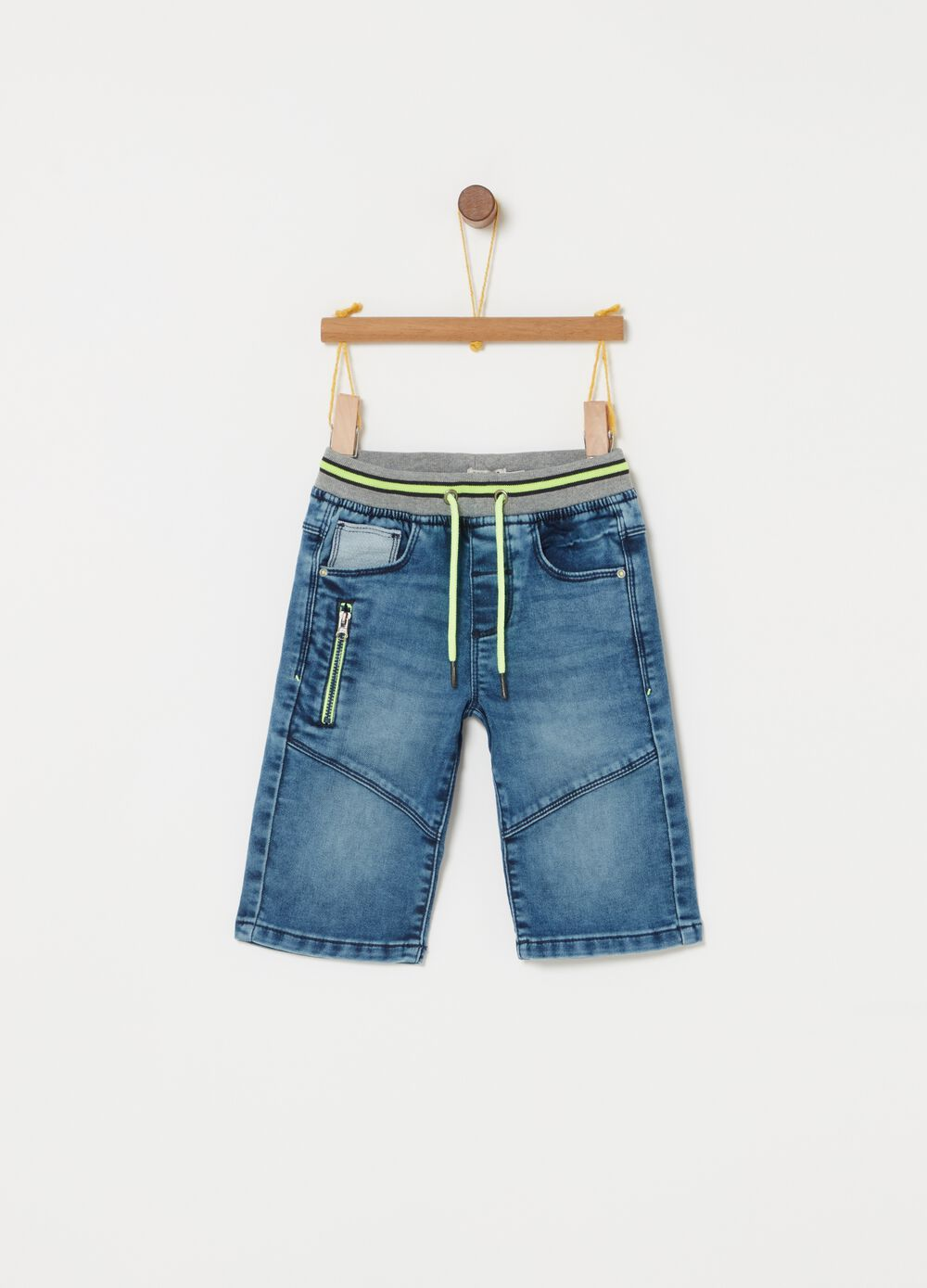 Denim shorts with drawstring and functional pockets
