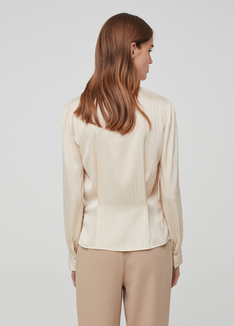 Camicia con revers a righe image number null