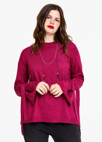 Curvy pullover with laces on the cuffs