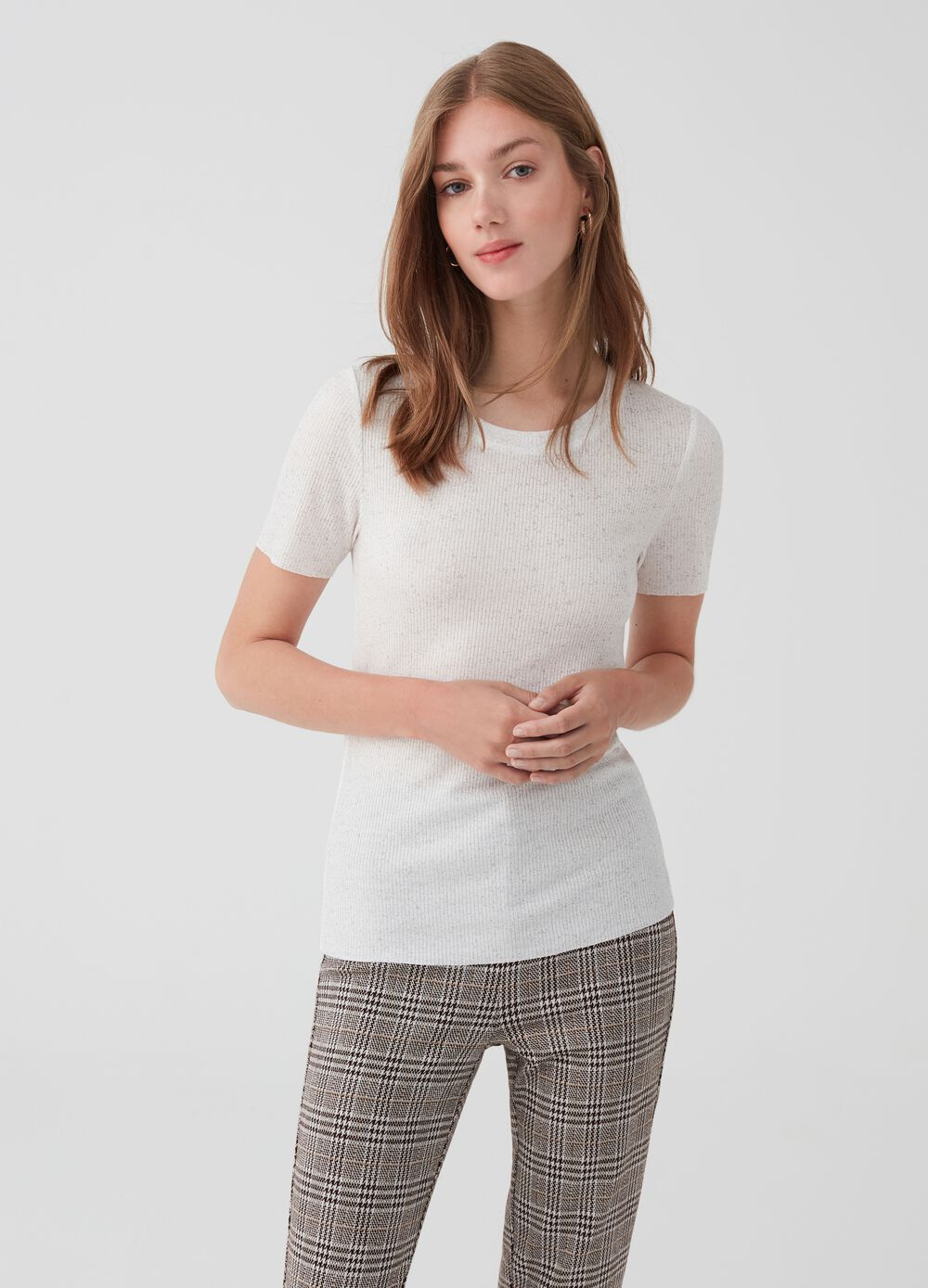 Ribbed mélange T-shirt with round neck.