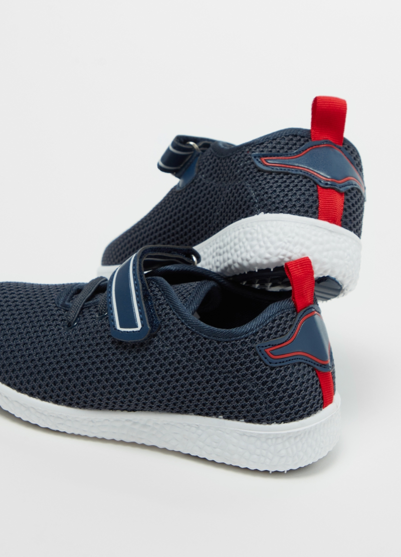 Sneakers with laces image number null
