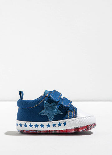 Sneakers con patch e stampa stelle