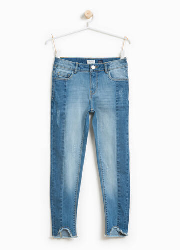 Stretch jeans with fringed hems