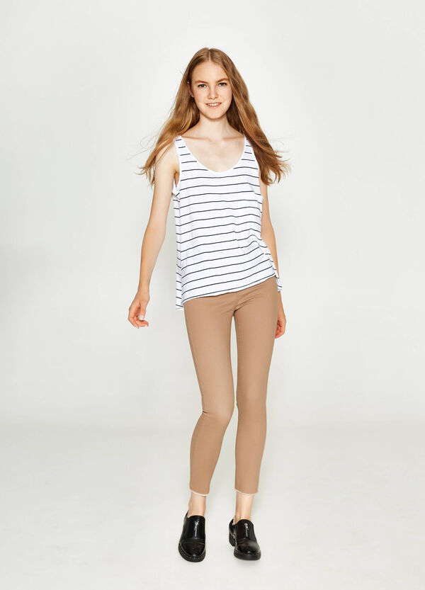 Cotton top with raw edges and pocket