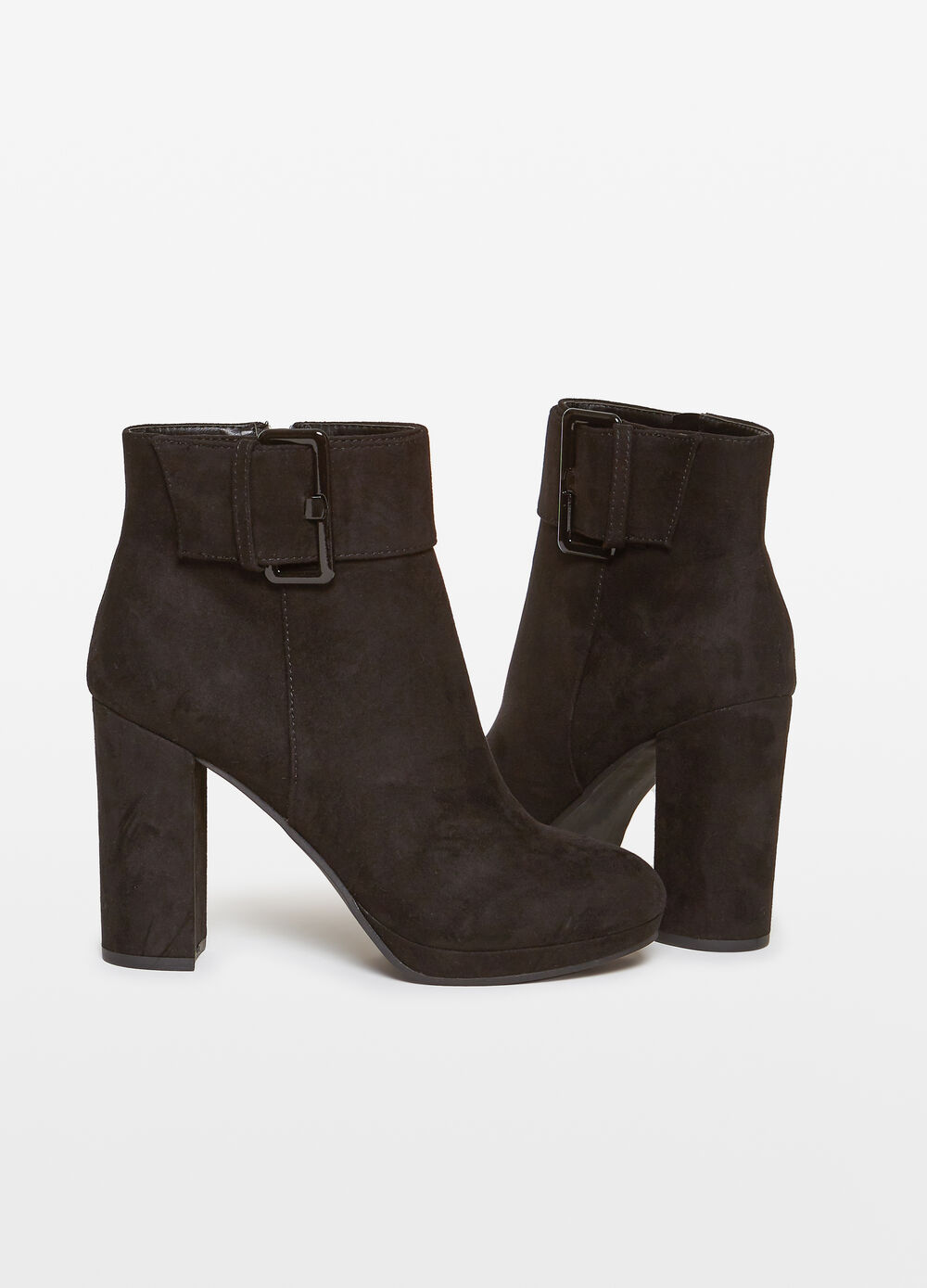 Ankle boots with chunky heel and buckle