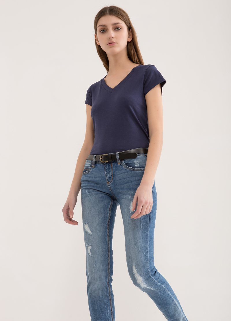 V-neck T-shirt in 100% cotton image number null