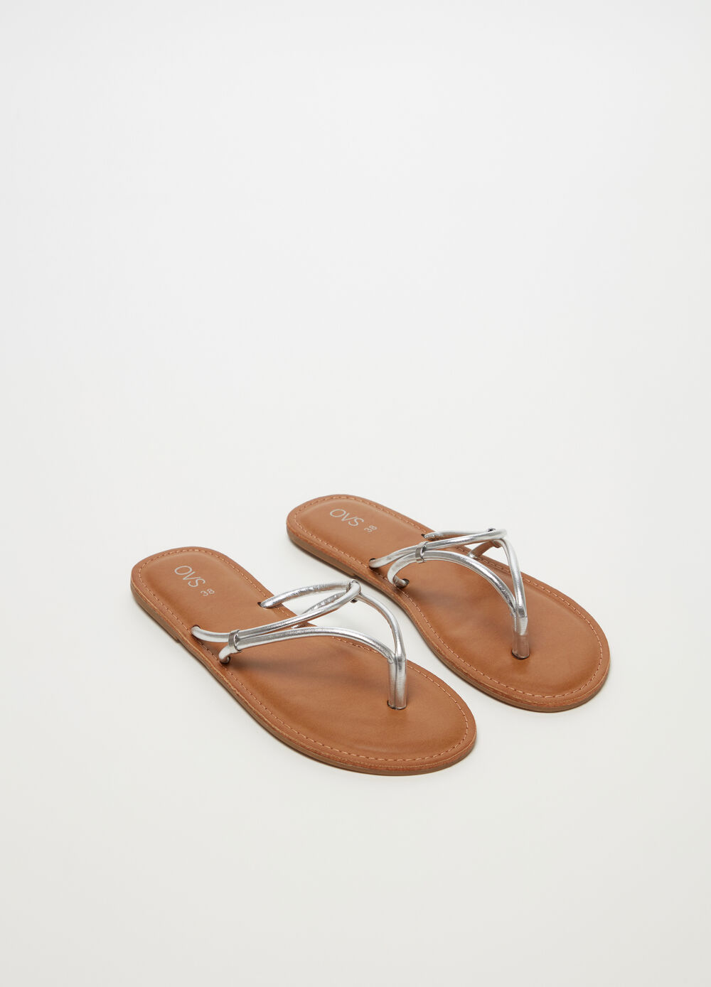 Thong sandals with string and flat heel