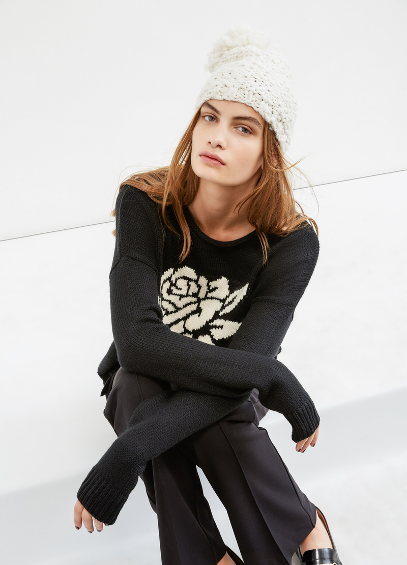 Solid colour pullover with embroidery image number null