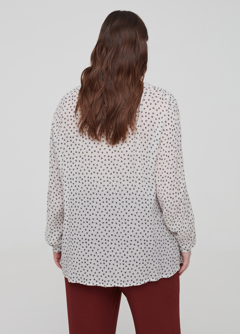 Curvy blouse in 100% viscose image number null