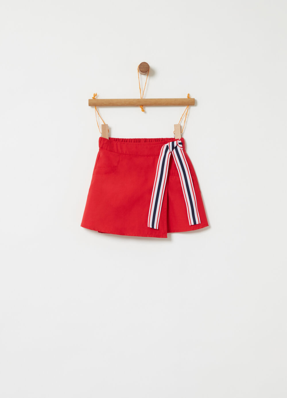 Skirt with striped bow insert