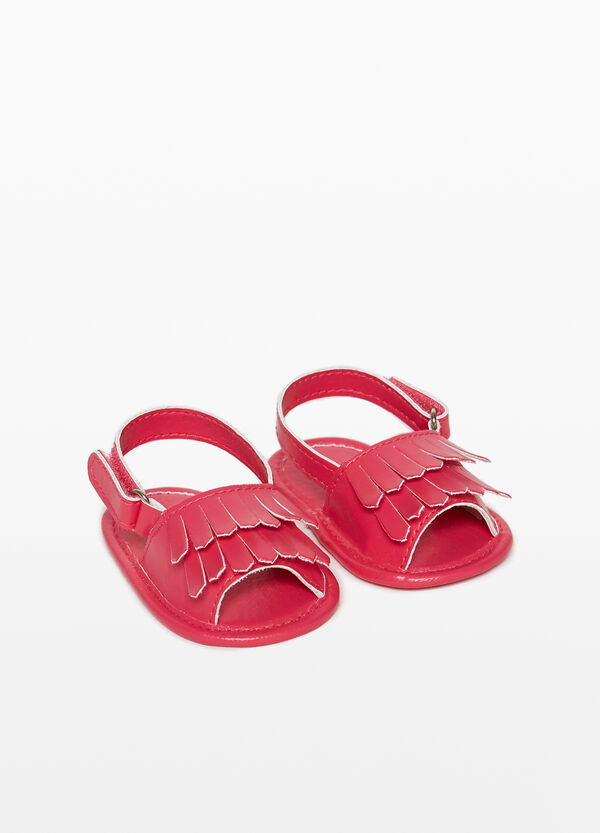 Sandals with bands and fringing
