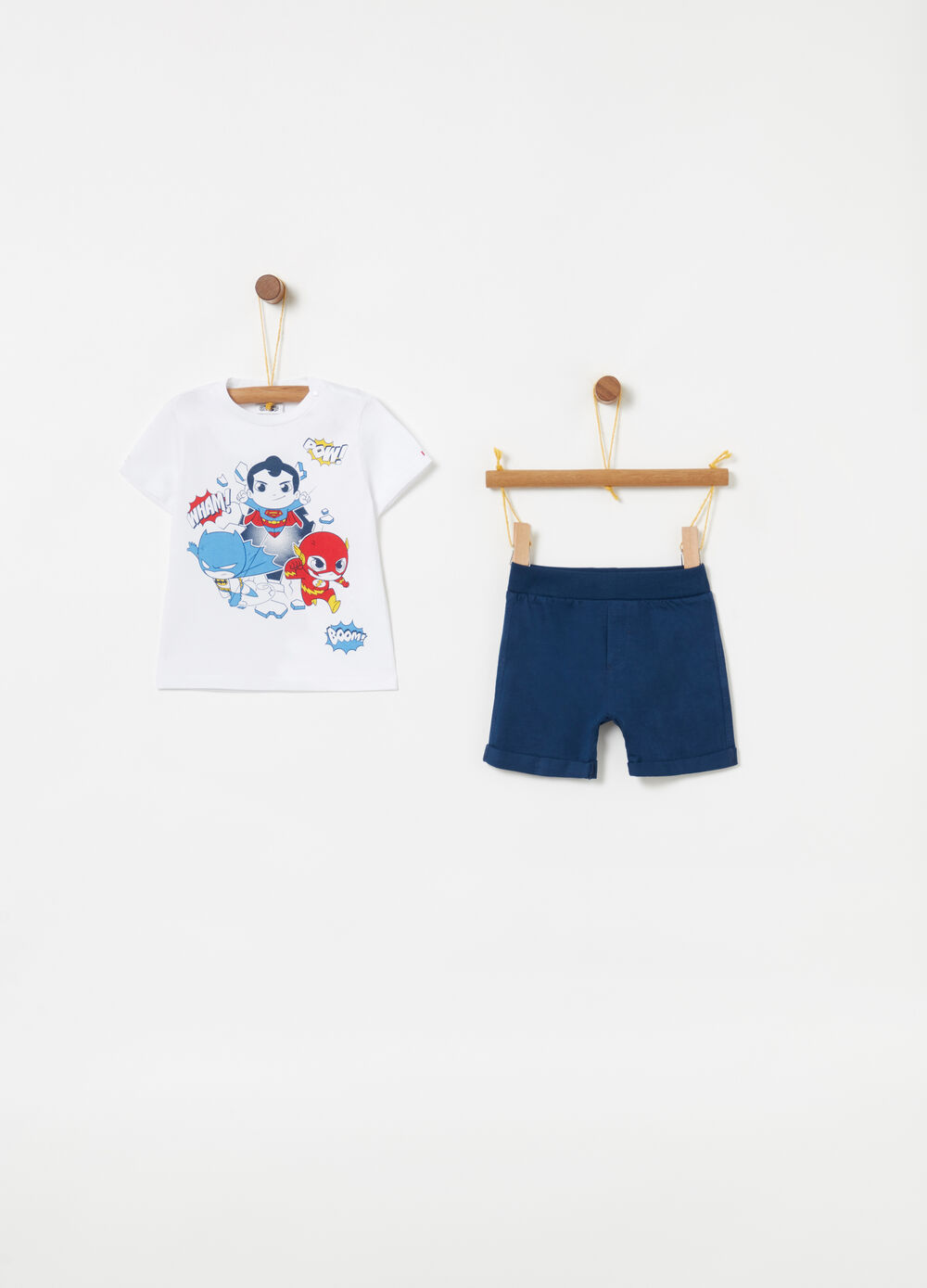 T-shirt and shorts jogging set with superheroes