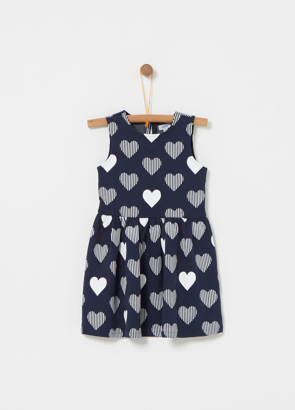 Sleeveless dress with flounce with hearts