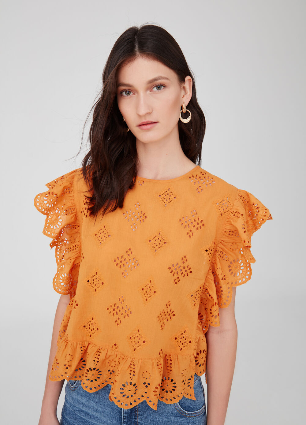 Openwork sleeveless shirt with flounce