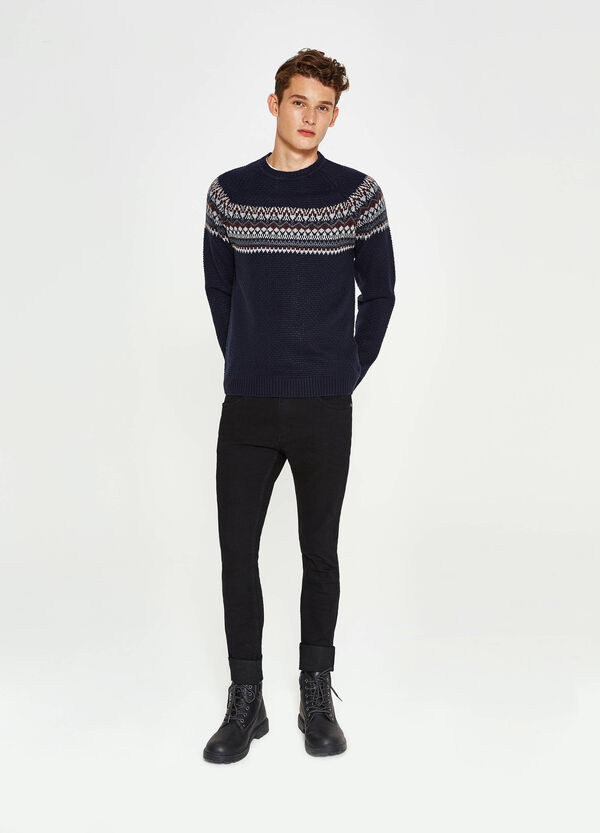 Knit pullover with embroidery