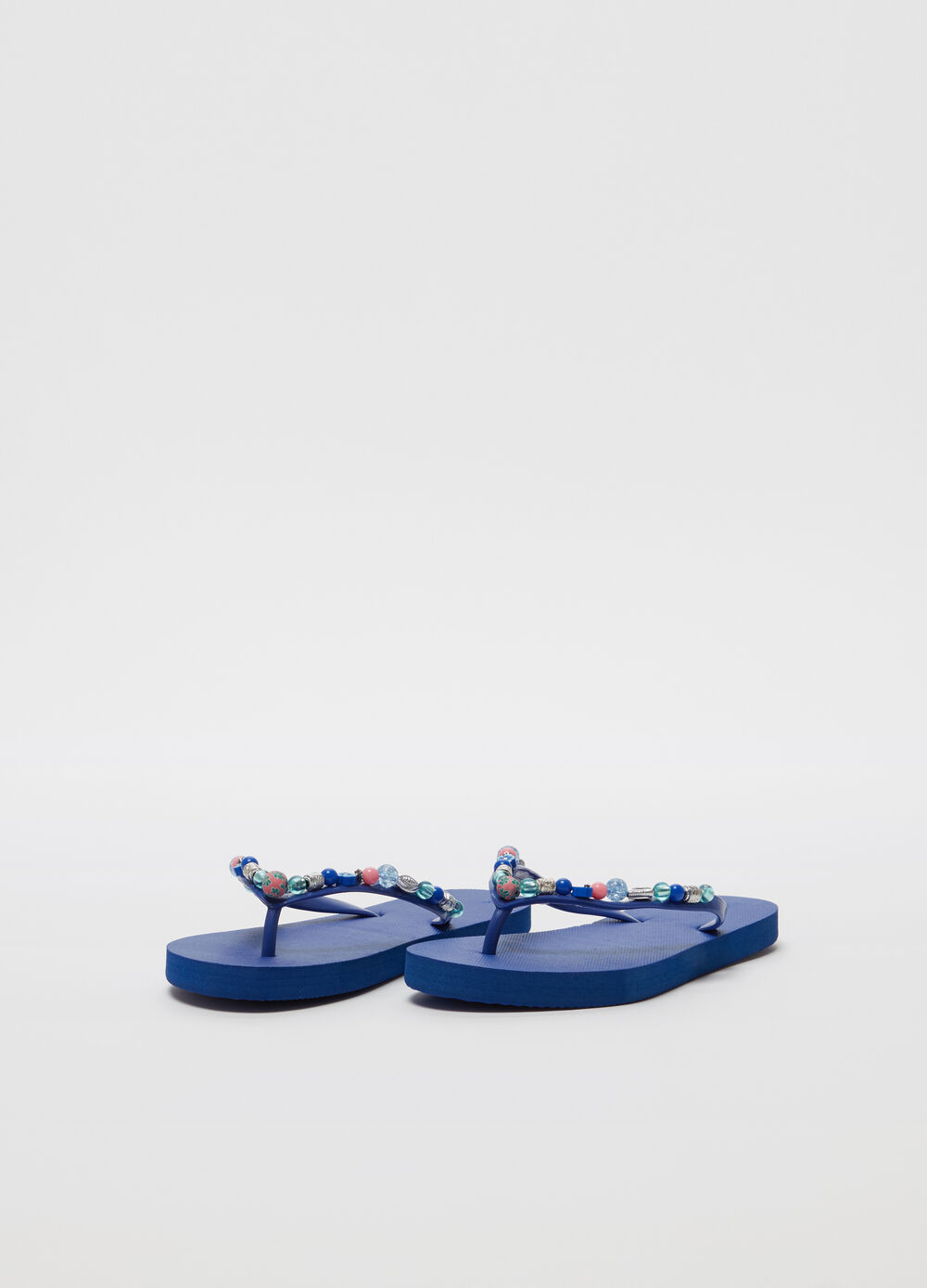 Thong sandals with beads and flat heel