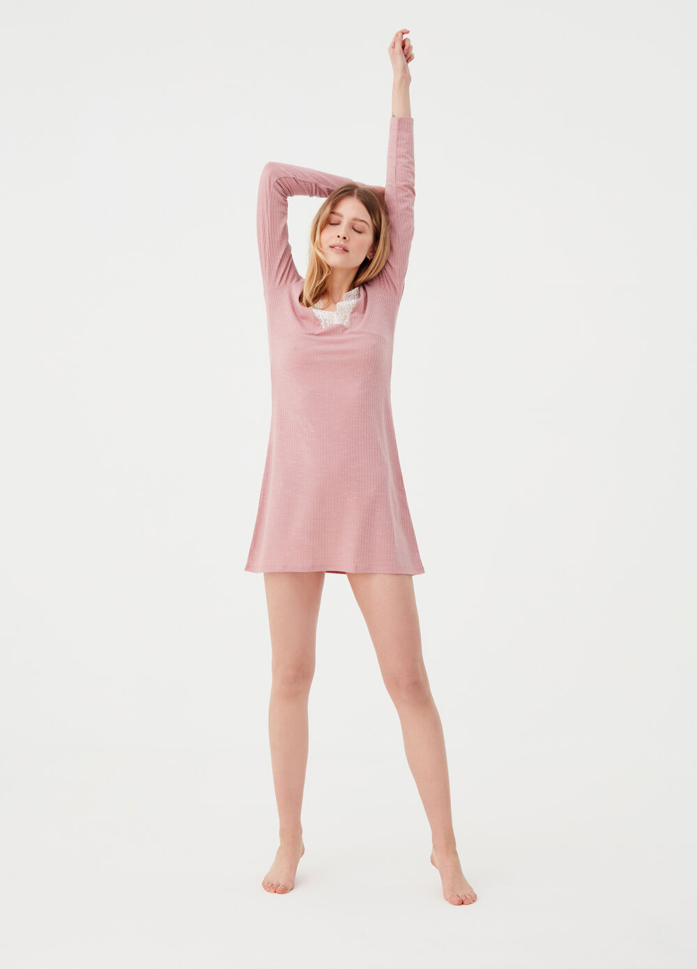 Ribbed nightshirt with lace