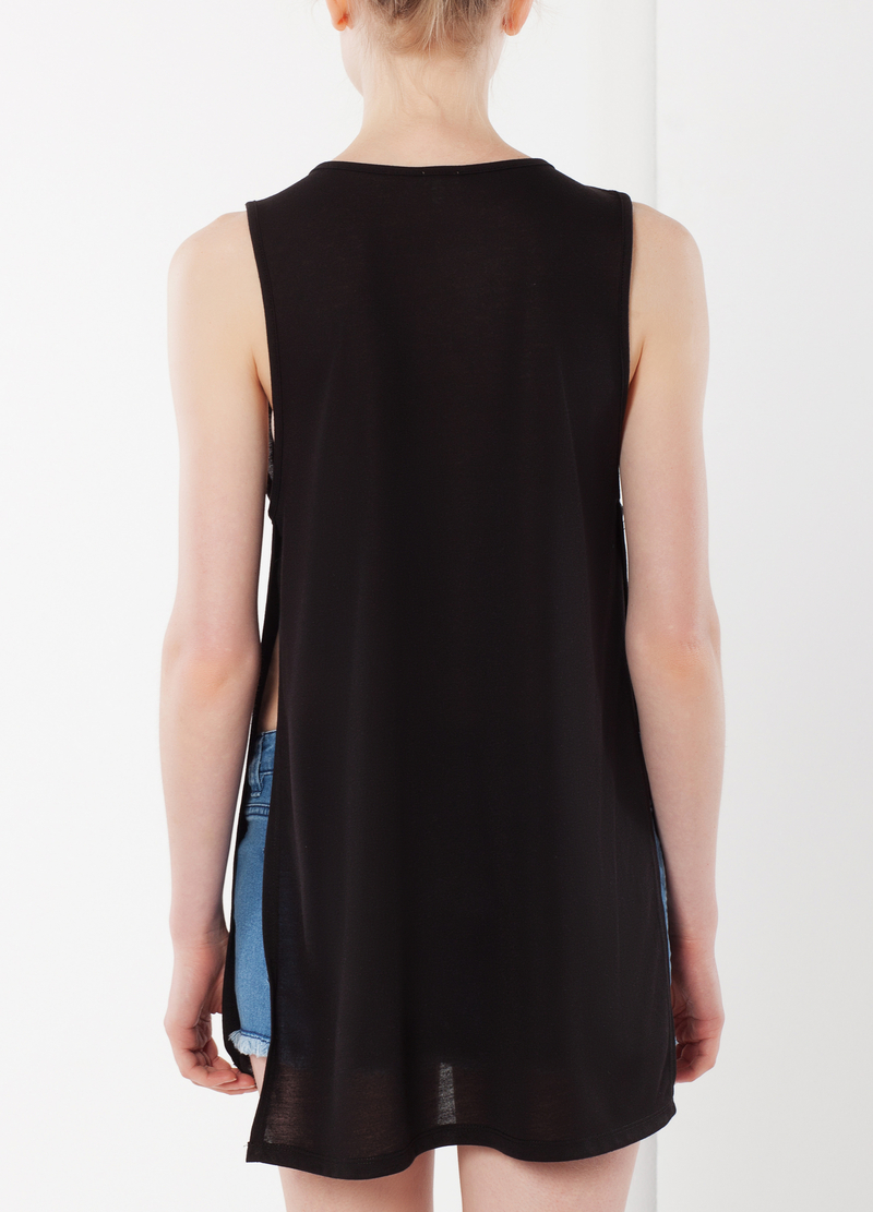 Sleeveless printed T-shirt image number null