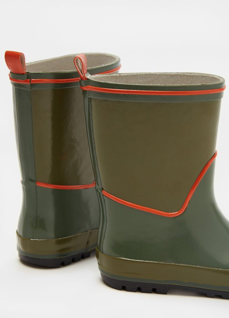 Rubber rain boots image number null