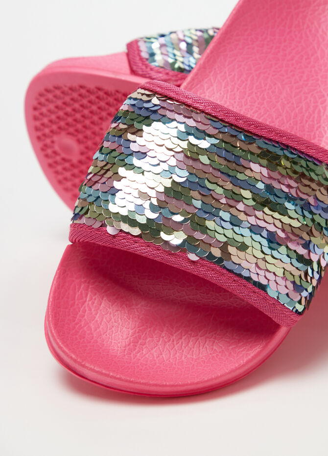 Slippers with strap and sequins