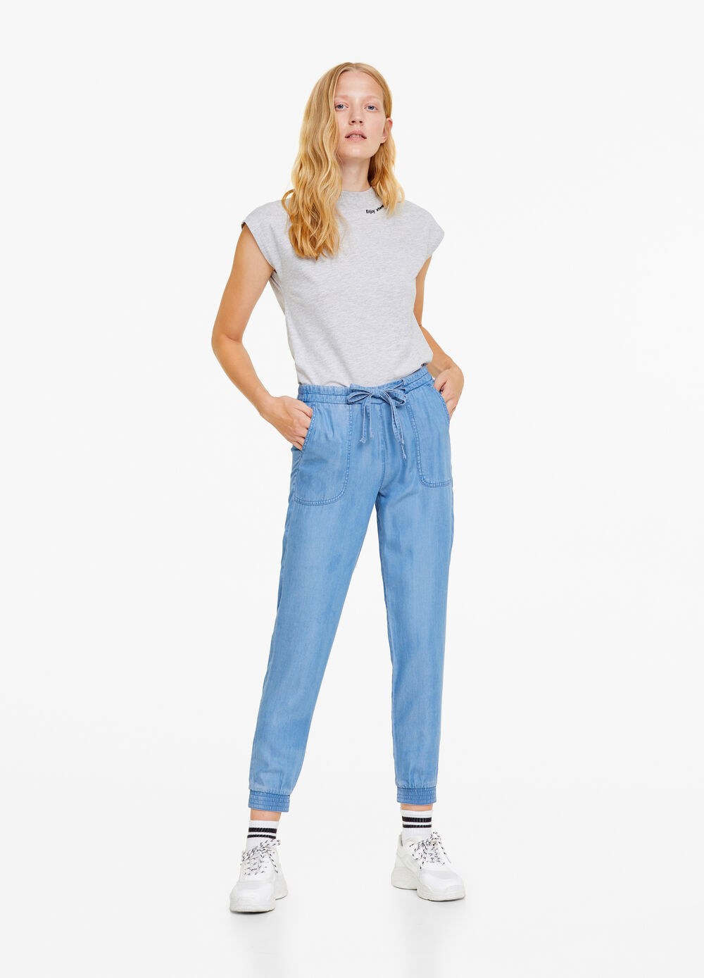 Solid colour jogger-fit jeans in lyocell