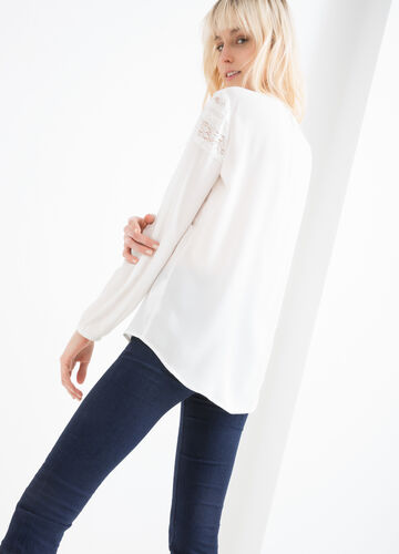 100% viscose blouse with lace