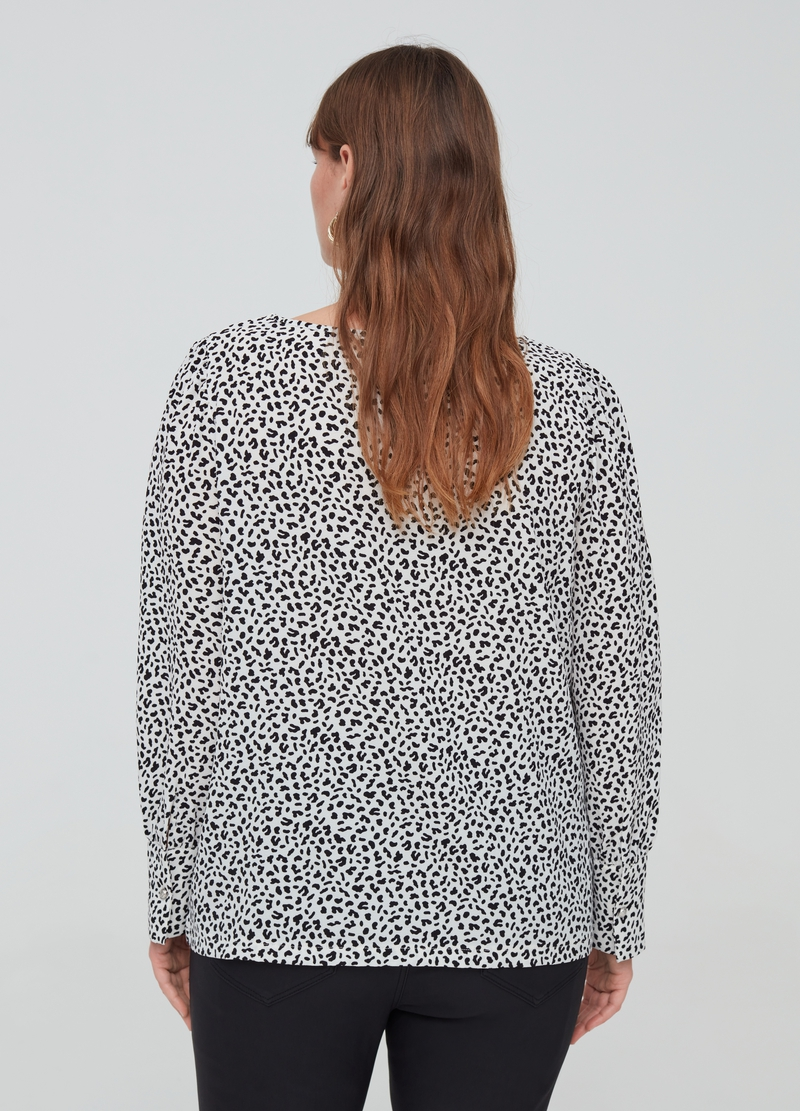 Curvy blouse with animal print image number null
