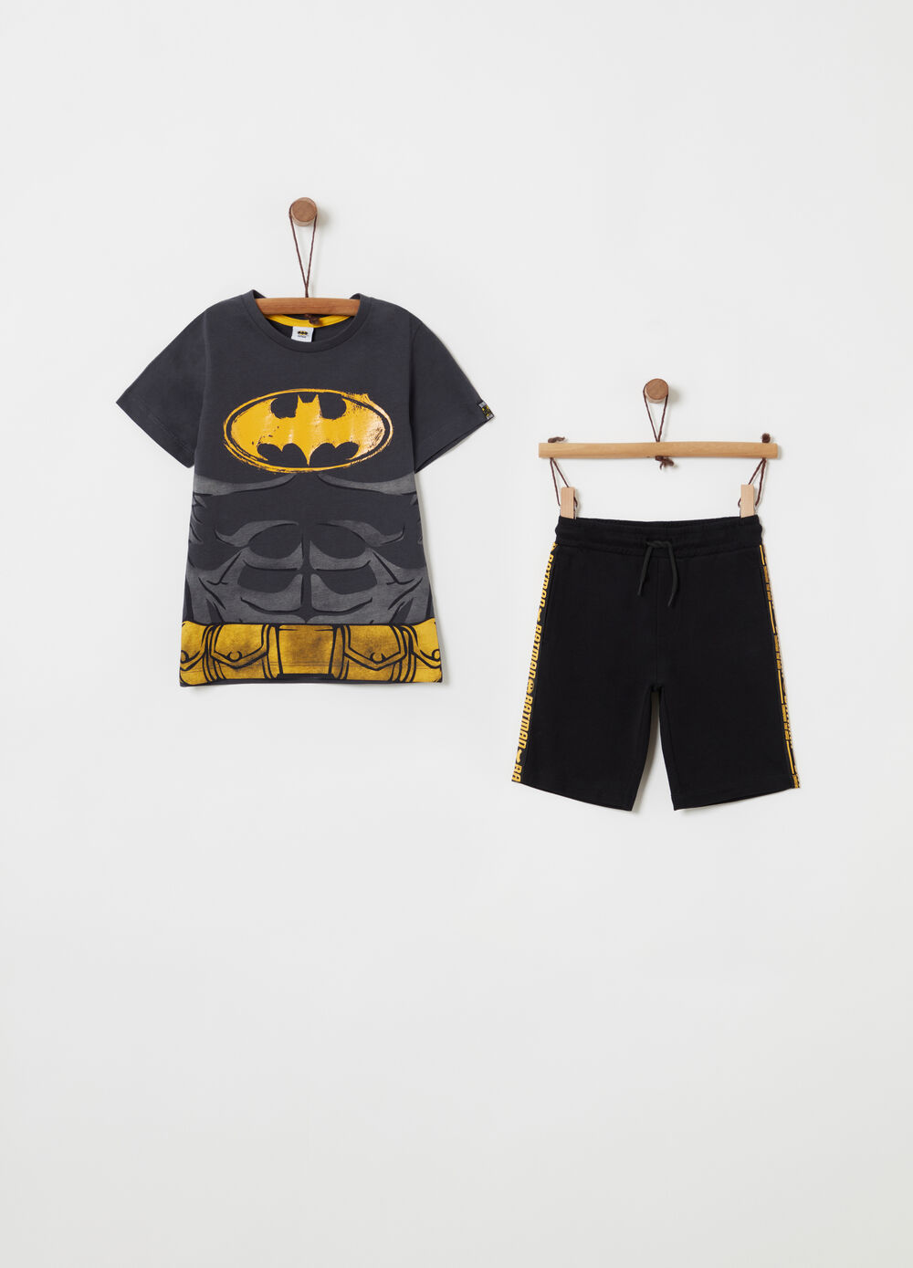 T-shirt and shorts set with Batman print