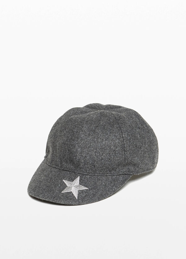Baseball cap with star embroidery