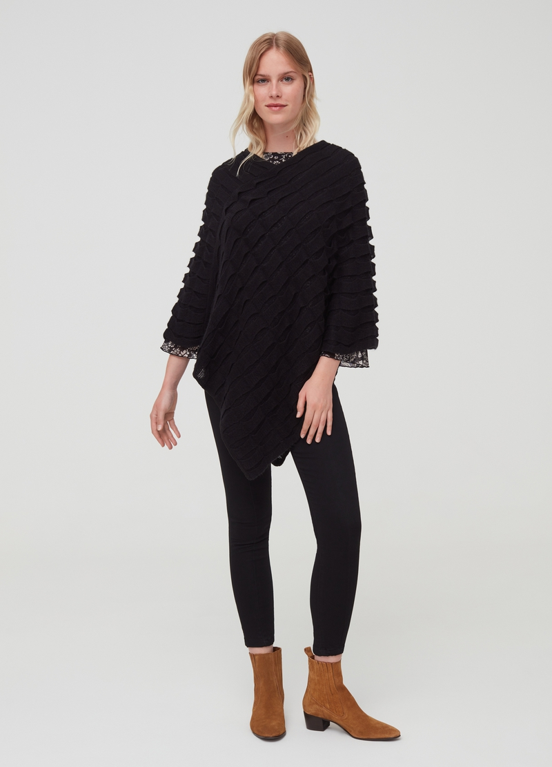 Poncho with geometric design image number null