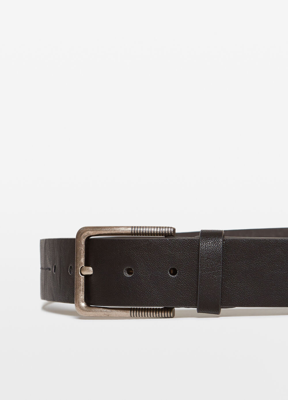 Textured belt with engraved buckle