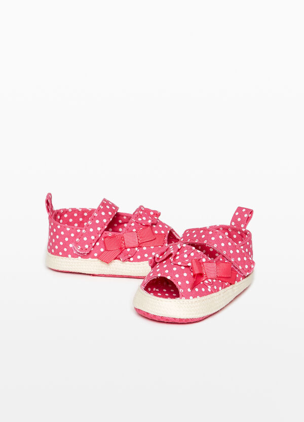 Canvas sandals with polka dot pattern