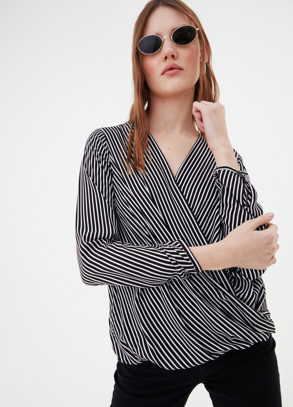 Crossover blouse in 100% viscose