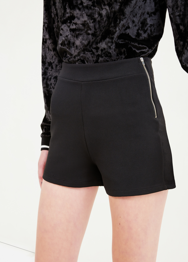 High-waisted stretch shorts with side zip image number null