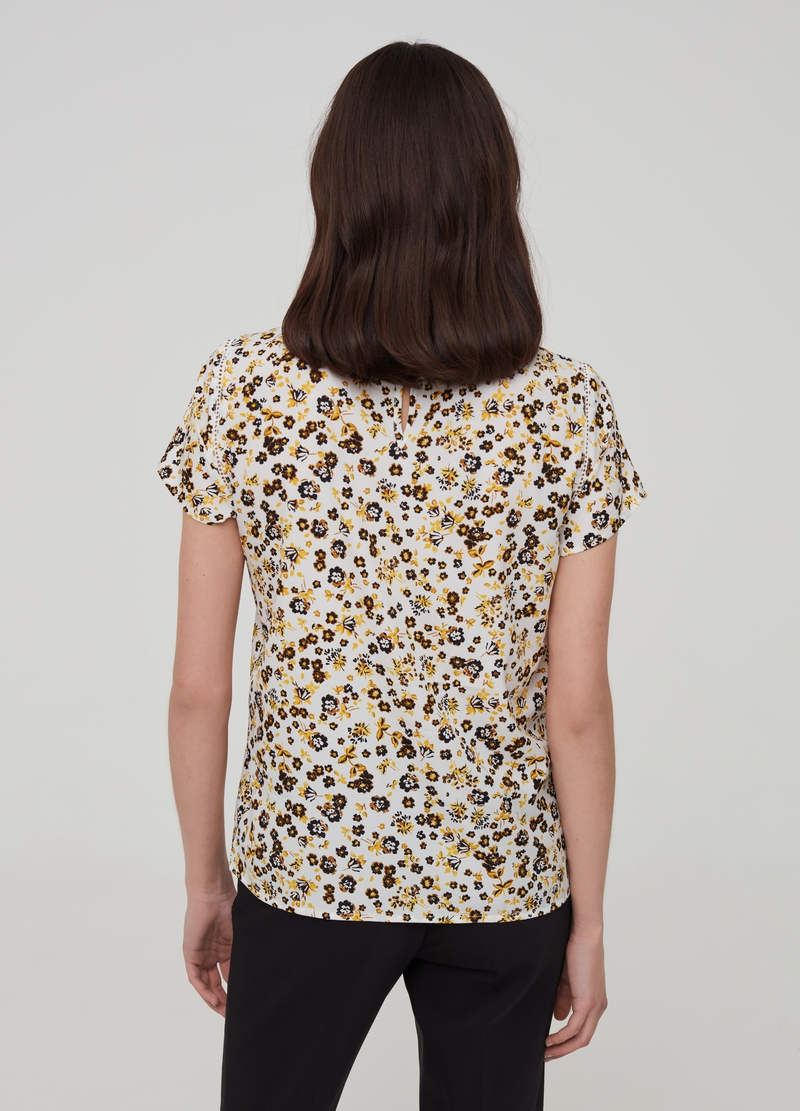 Short-sleeved patterned blouse image number null
