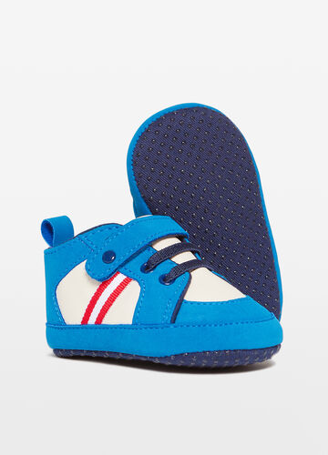 Sneakers with laces and strap