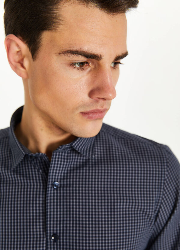 Casual shirt with check pattern