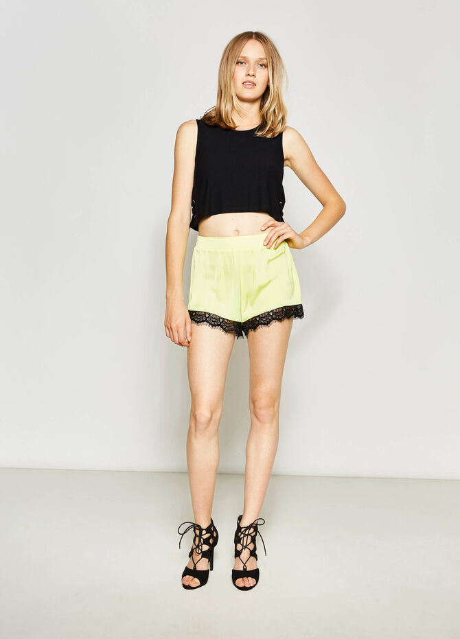 Shorts with lace on the hem