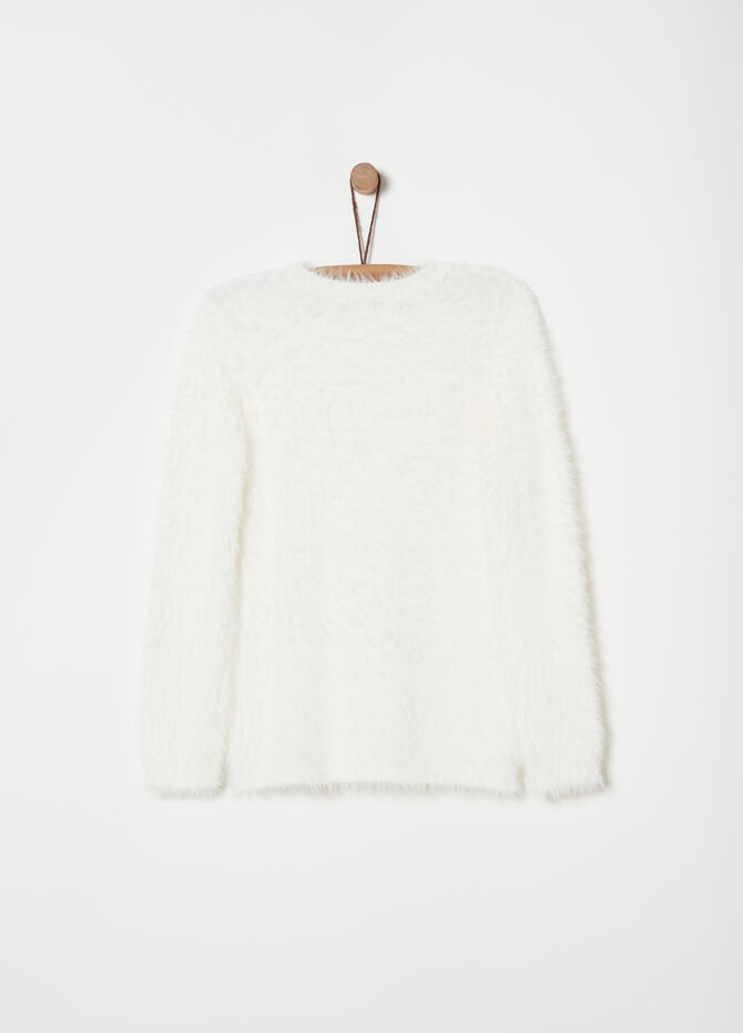 Pullover with round neck and furry thread