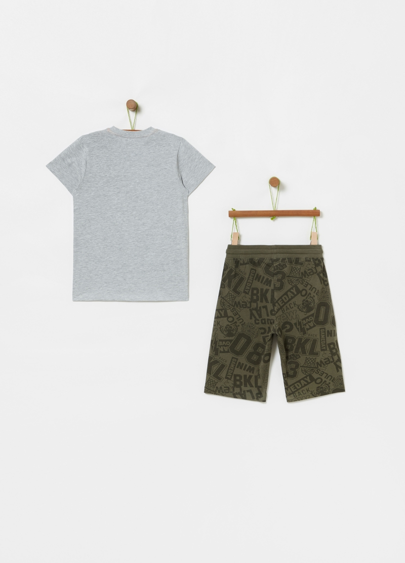Jogging set with basketball T-shirt and Bermuda shorts image number null