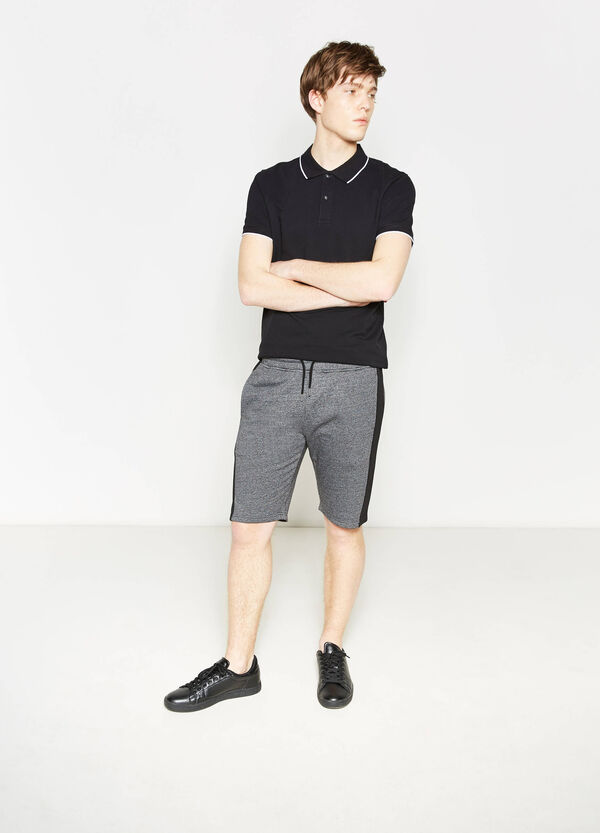 Cotton mélange Bermuda shorts with contrasting colour bands. | OVS
