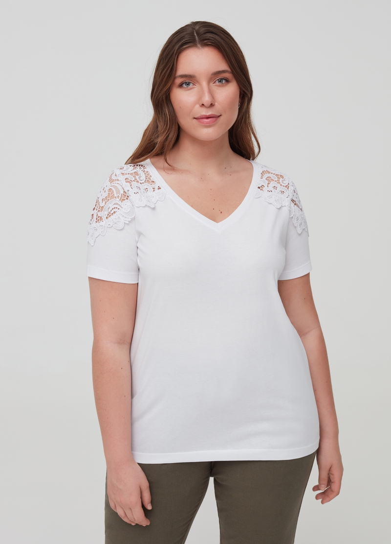 Curvy T-shirt in 100% organic cotton with lace image number null