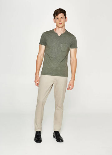 T-shirt with buttons and pocket